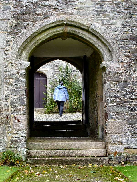 Cotehele Arch by Steve Parkes-Flickr